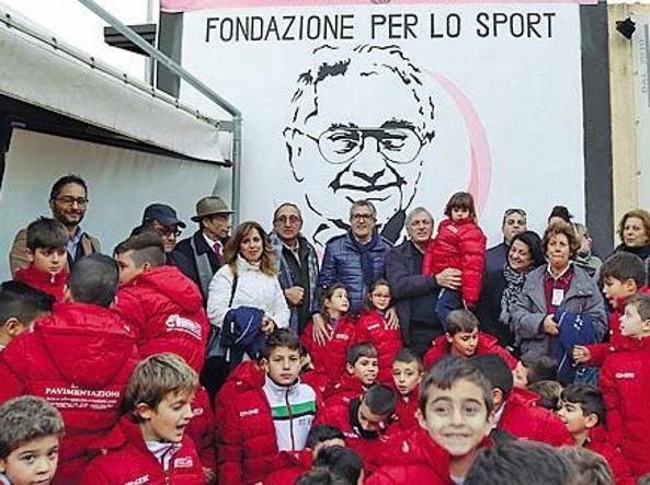 AGioiosa Ionica (Reggio Calabria) la Fondazione Cannavò con Libera ha inaugurato il campo (donato dalla Fondazione Don Ciotti) di una scuola di calcio speciale: le magliette dei bambini portano il nome delle vittime della 'ndrangheta